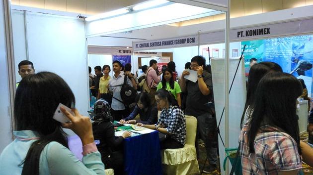 Pengunjung Karir.com Expo di Gedung Uniland Medan (5/8/2015). (Karir.com/Josafat Eldeo)