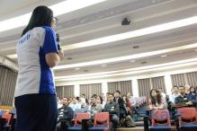 Rosy Mentang menyapa Academian
