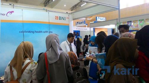 Pengunjung booth BNI
