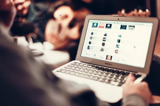 karyawan-kalau-online-biasanya-ngapain-sih