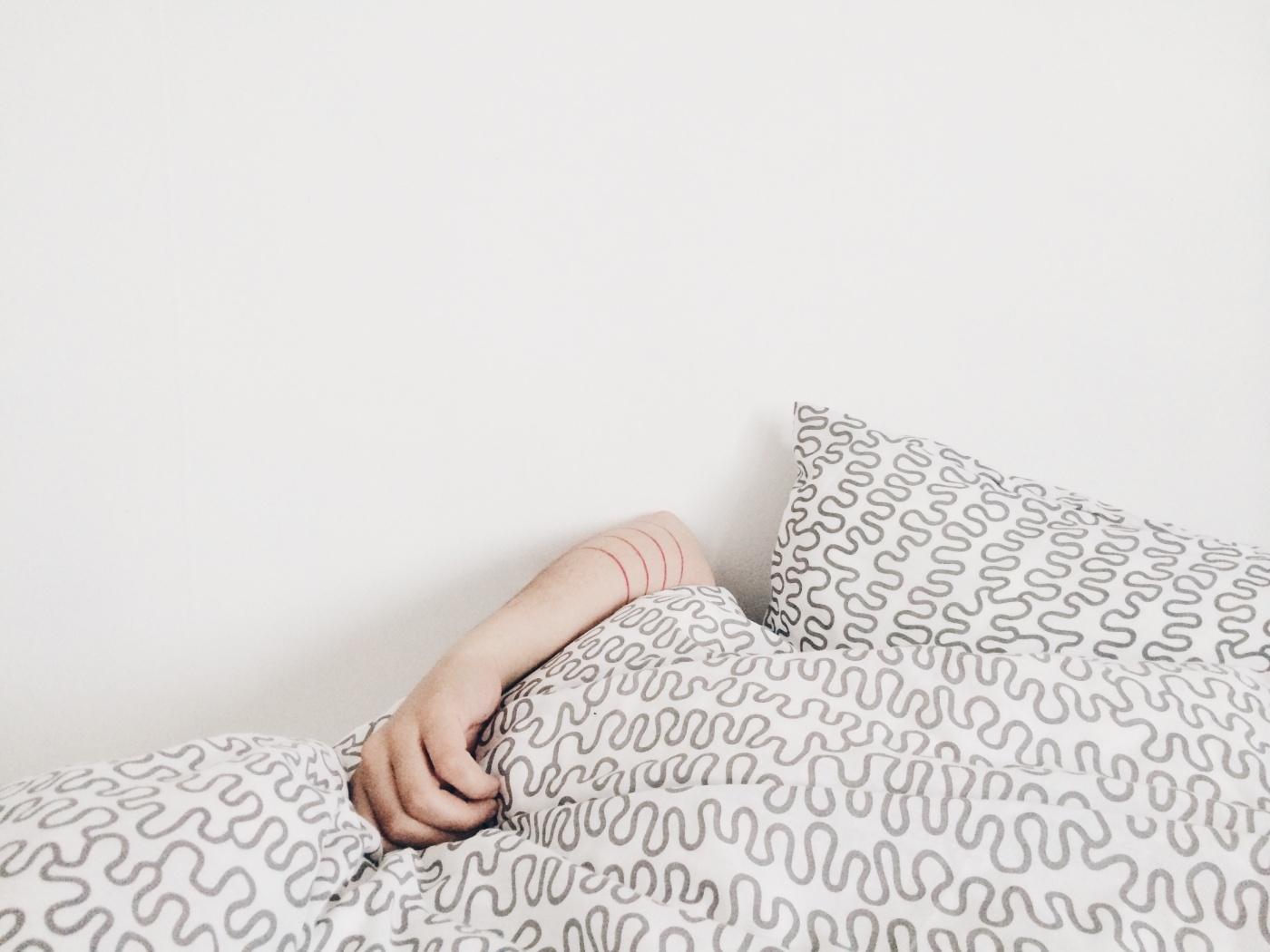 Biasakan untuk memiliki jadwal tidur yang sama.jpg
