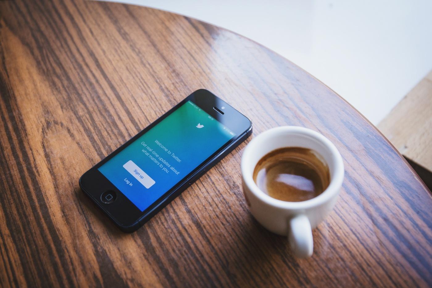 gunakan-social-media-sebagai-sarana-belajar-dan-meningkatkan-percaya-diri