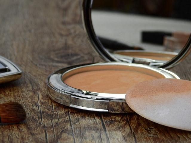 Lupakan compact powder dan ganti dengan loose powder