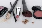 Perempuan Kantoran Wajib Coba Cara Makeup Minimalis untuk Pergi Kerja