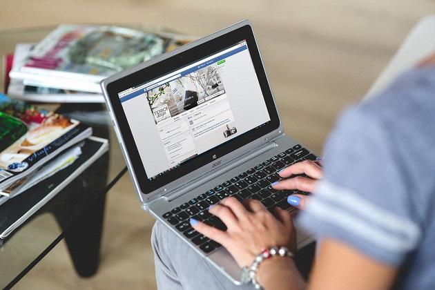 Menuangkan keluhan tentang perusahaan tempatmu bekerja di media sosial
