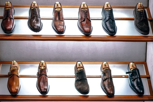 Cari materialbahan sepatu yang tidak memacu keringat