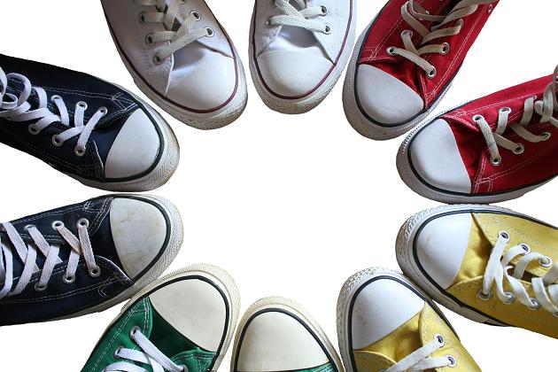 Pilih warna sepatu yang netral
