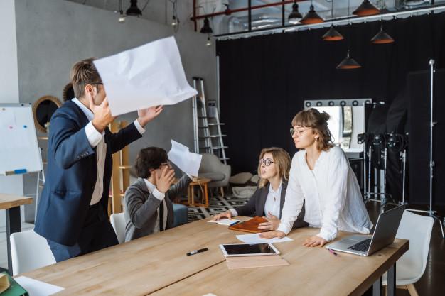 Bagaimana Cara Menghadapi Konfik Internal Di Tempat Bekerja?